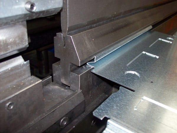 Piegatura-lamiere-cnc-in-diversi-metalli