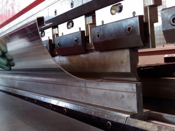 Piegatura-profili-e-tubi-in-acciaio-inox-modena